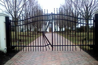 Steel vs aluminum gates and fence for Aluminum driveway gates prices