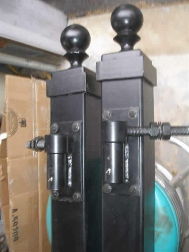 Driveway gate posts for single swing gates gate hardware for Driveway gate hardware heavy duty